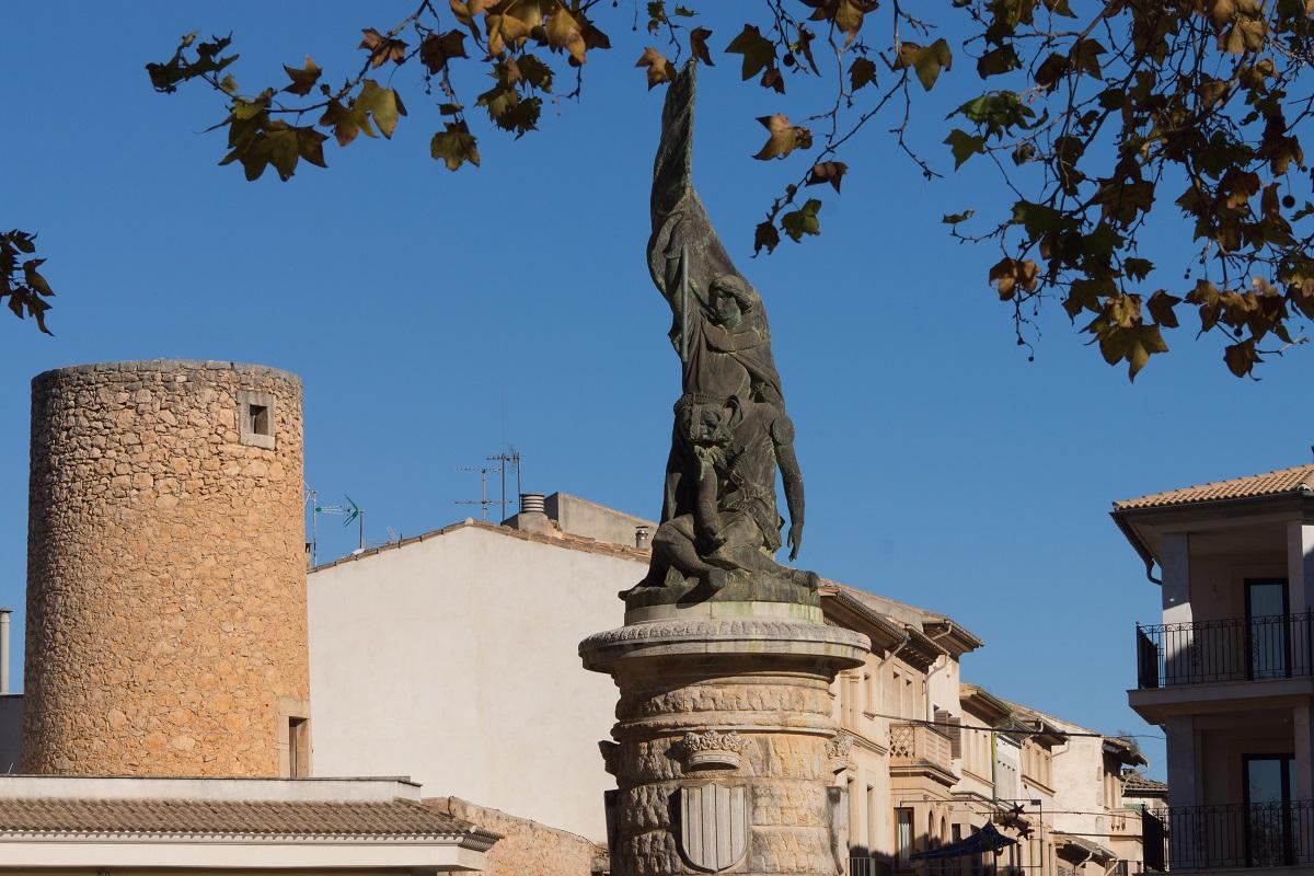 llucmajor estatua rey jaume III Mallorca, Balearic Islands, Spain